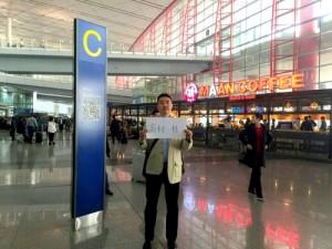 到着ロビーに出ていただきAまたはCと書かれた一番近い柱のところで担当者がお待ちしております。