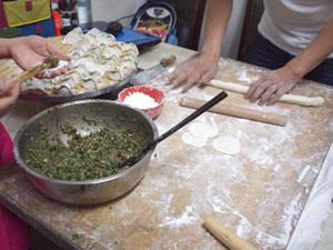 一般家庭での餃子作り体験